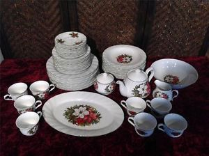 New 47 PC Set Lynns Holiday Fine China Poinsettia Holly Christmas Dinnerware