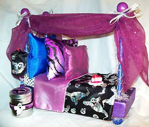 Monster High Canopy Bed for Spectra Doll and Pad for Pet Rhuen Angel Food Cake