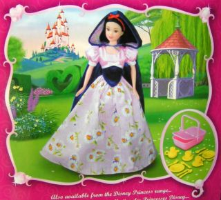 Disney Princess Snow White Doll Horse Riding Outfit Tea Set Picnic Basket