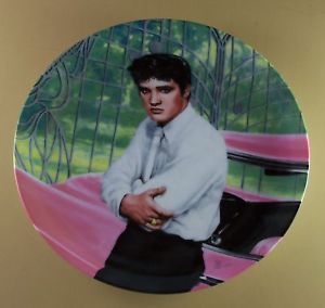 Elvis Presley at The Gates of Graceland Plate Looking at A Legend 1 First Issue