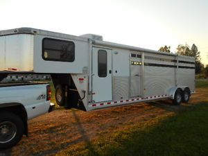 2006 Sundowner 26' Stock Combo Horse Trailer