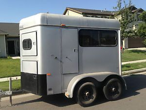 1999 Sundowner 2 Horse Trailer