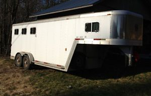 2002 Exiss SS 300 3 Horse Slant Load Horse Trailer
