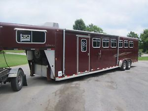 2007 38ft Liberty 6 Horse Slant Trailer w Living Quarters and Onan Gen