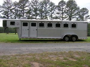 2001 Sooner Revolution 5 Horse Trailer with Mid Tack