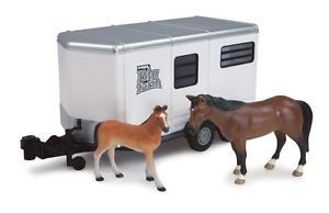 New John Deere Big Farm Series Horse Trailer with Horse and Colt 1 16 TBEK46021