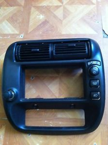 Ford Explorer Ranger 1997 Center Radio Dash Bezel Trim Vent Air Control Cover
