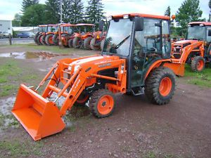 Kubota B3000HSDCC Tractor Loader Snow Blower Low Hours Industrial R4 Tires