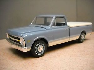 Vintage 1 25th Scale 1970 Chevy CST 10 Pickup Truck with Bed Cover Built Up