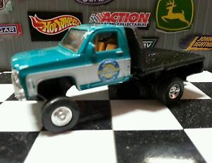 Custom 1 64 Ertl Lifted Chevy Flat Bed 4x4 Pickup Mud Truck Farm Country GMC DCP