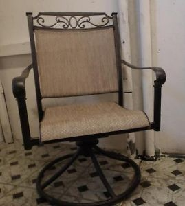 Hampton Bay Santa Maria 2 Swivel Patio Chairs