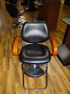 Classic Beauty Salon Barber Styling Chair Minerva Used Chicago Area Liquidation