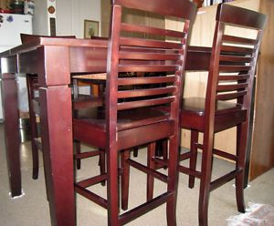 Expandable Hardwood Dining Table and 8 Chairs