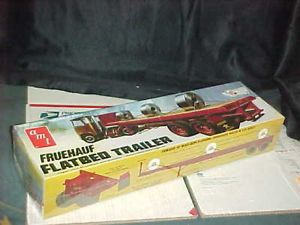 AMT Fruehauf Flatbed Trailer Retro Deluxe 1 25 Scale Plastic Model Kit 0617