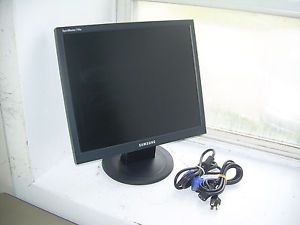 "17"" Samsung SyncMaster 710N s Flat Panel LCD Monitor w VGA Cable Power Cord"