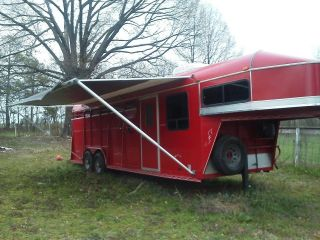 Gooseneck Horse Trailer with Living Quarters