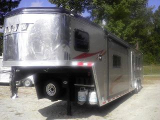 Hoosier Maverick 3 Horse Slant Load with Living Quarters and Slide