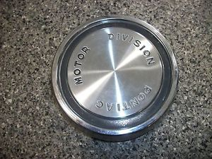 60 61 62 Pontiac 8 Lug Wheel Center Cap