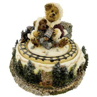 Boyds Bears Resin Conductor Chugalong Music Box Christmas   Resin 5.00 IN   Collectible Figurines